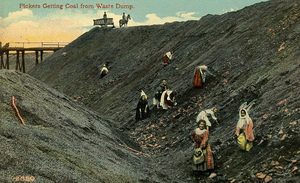 Pickers_getting_coal_from_waste_dump